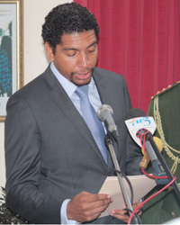 Camillo Gonsalves takes oaths as he is sworn in as Minister of Foreign Affairs. (IWN photo)