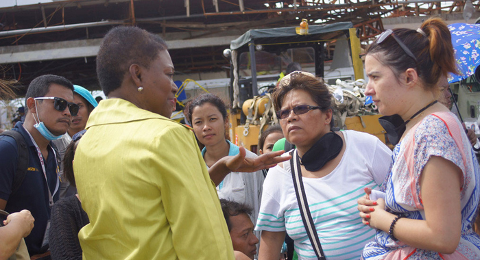 UN Emergency Relief Coordinator Valerie Amos (left) meeting with survivors of Super Typhoon Haiyan (local name Yolanda) in the battered Philippine city of Tacloban. (Photo: OCHA)