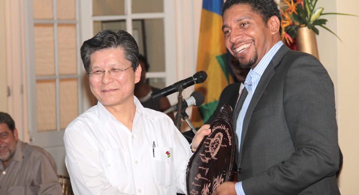 Minister of Foreign Affairs, Sen. Camillo Gonsalves, presents a gift to Ambassador Shih. (IWN photo)
