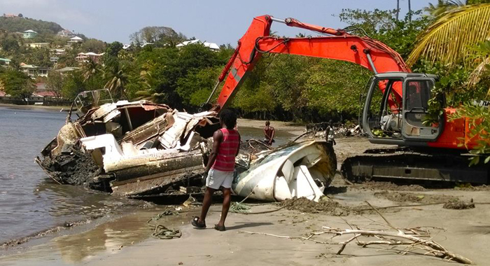 Heavy equipment removes one of the boats from the beach.  (Photo: Camillo Gonsalves/Facebook)