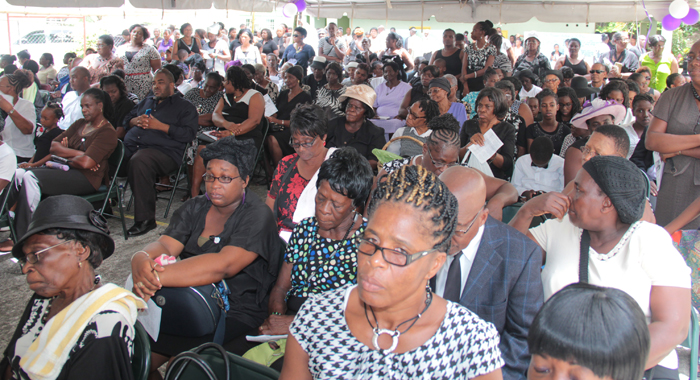 Mourners at the funeral in Spring Village on Sunday. (IWN photo)