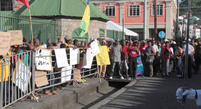 Opposition and government supporters outside Parliament on Tuesday. (IWN photo)