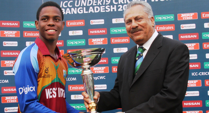 Shimron Hetmyer, left, receives trophy from ICC President Zaheer Abbas.