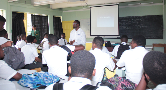 Executive Editor of IWN, Kenton X. Chance, facilitates a session on the use of ICT in journalism.