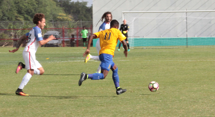 The United States respond top a Vincy Heat attack in Friday's game. (IWN photo)