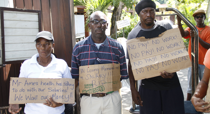 Workers are protesting the non-payment of wages. (IWN photo)