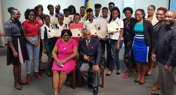 Foreign Policy Dept Hands Out Essay Prizes