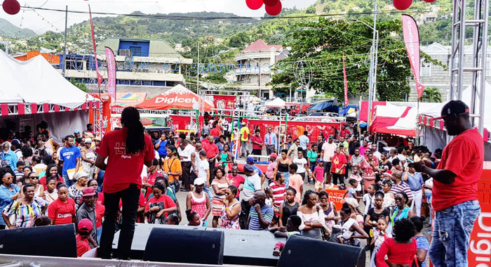 Vincentians Gather At Heritage Square To Witness The Launch Of Svgs First Lte Network
