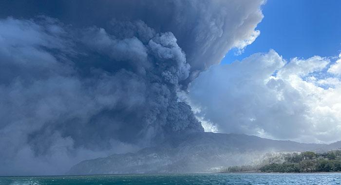 La Soufriere Erupts 210422